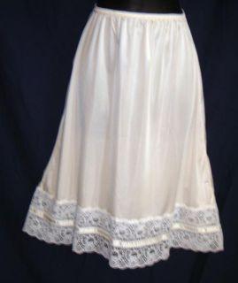 Vintage Mel Lin Ivory 5 1 2 Lace at Hem Half Slip Small s 26L