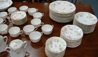 Hutschenreuther Maple Leaf Scalloped Fine China Set 80 Bavaria Germany