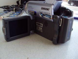 Digital Handycam DCR TRV19 Mini DV Video Camera Recorder Case Tripod