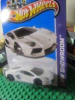 Hot Wheels White LAMBORGHINI AVENTADOR LP 700 4 diecast   HW Showroom