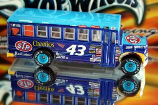 Hot Wheels Racing School Bus John Andretti 43 Cheerios