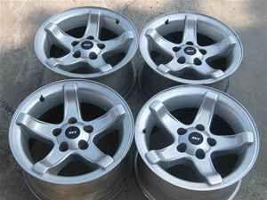 99 00 Ford F150 SVT Lightning 18 Wheel Set 18x9 5