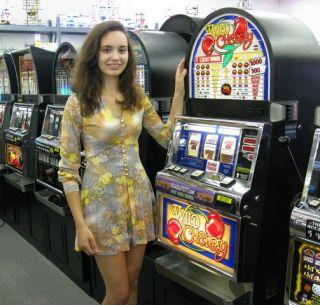 IGT Wild Cherry RT Slot Machine w Base Stand EB026