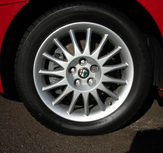 ALFA ROMEO 156 GENUINE 6½ X 16 15 SPOKE ALLOY WHEEL 60686520
