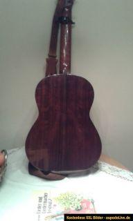 Akustikgitarre, Konzertgitarre, Gitarre mit Kapodaster / Capo   Yamaha