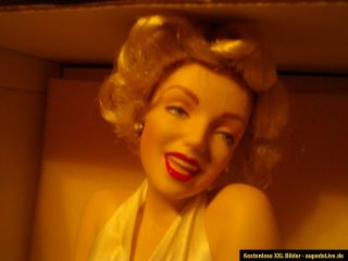 Marilyn Monroe  FRANKLIN MINT HEIRLOOM PORCELAIN DOLL PORZELLAN