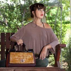 Nicole Lee Kara   Cartera con diseño de piel de cocodrilo