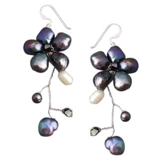 Sterling Silver Dreamy Nature Black Pearl Flower Earrings (Thailand