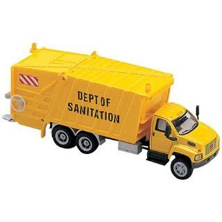 HO Scale GMC Garbage Truck Yellow 3016 88 Toys & Games