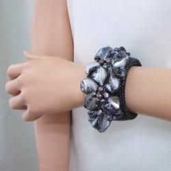 Rare Black Stingray Leather Shell and Pearl Cuff (5 8 mm) (Thailand