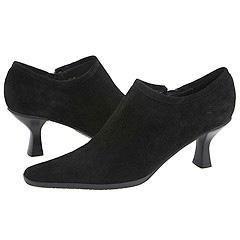Vaneli Lisabet Black Suede Pumps/Heels