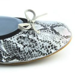 Fit In Clouds Womens Silver Folding Ballet Flats with Drawstring Bag