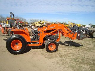Kubota L5030 Tractor Loader 4 Wheel Drive Tractor with Grapple