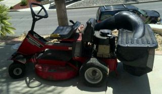 Snapper SR928 Riding Mower w Bagger