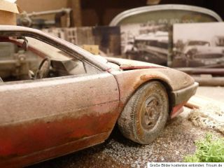 Ferrari Mondial 8 3.2 Bj.1982   Barn Find Diorama in 1:18 Scale 1/18